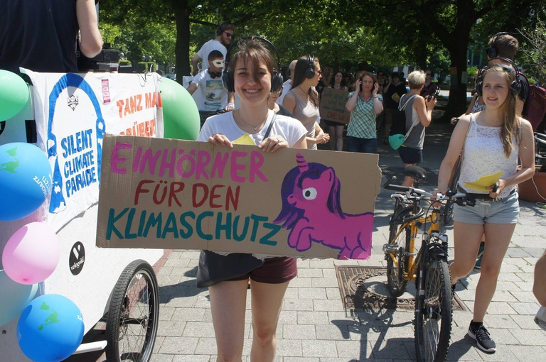 Silent Climate Parade - Einhörner